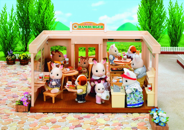 Nhà hàng Hamburger với sự tham dự của rất nhiều khách hàng là các bạn nhỏ thú bông