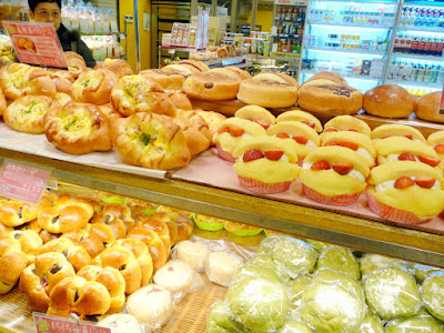 Huge selection of baked goods at Hukuo