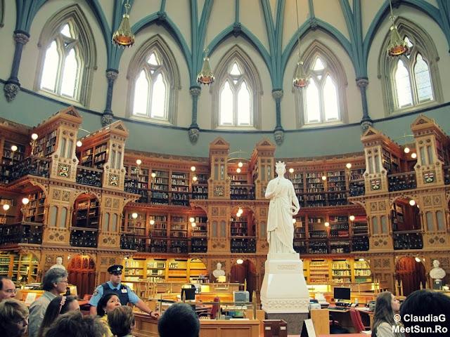 Ottawa - Parlamentul Canadei. Regina Victoria in Biblioteca Parlamentului