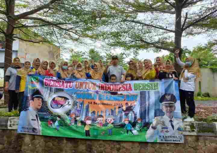 "Kades Ciantra Ajak Warganya Gelar Aksi Bersih-Bersih Memperingati,""World Cleanup Day"" 2021,"