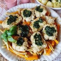 ryba na warzywach z pesto ziołowym