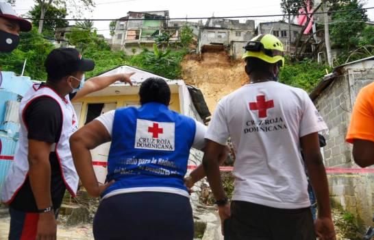 12 familias  evacuadas tras deslizamientos de tierra en Santo Domingo Este