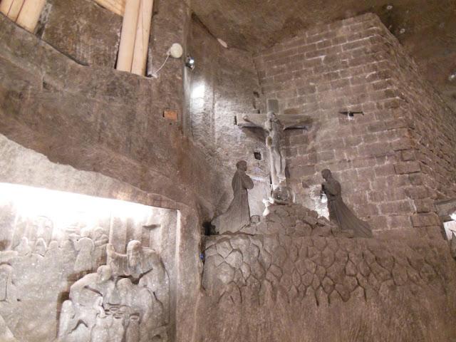 Relieves en la capilla de Santa Kinga