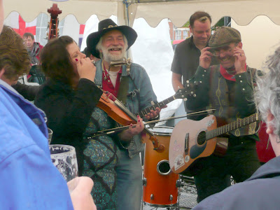 great music from The Ugly Dog Skiffle Combo
