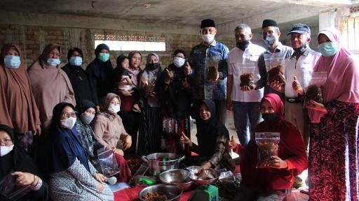 Gubernur Apresiasi Warga Agam Kirimkan 500 kg Rendang untuk Perantau Terkena PPKM di Jabodetabek