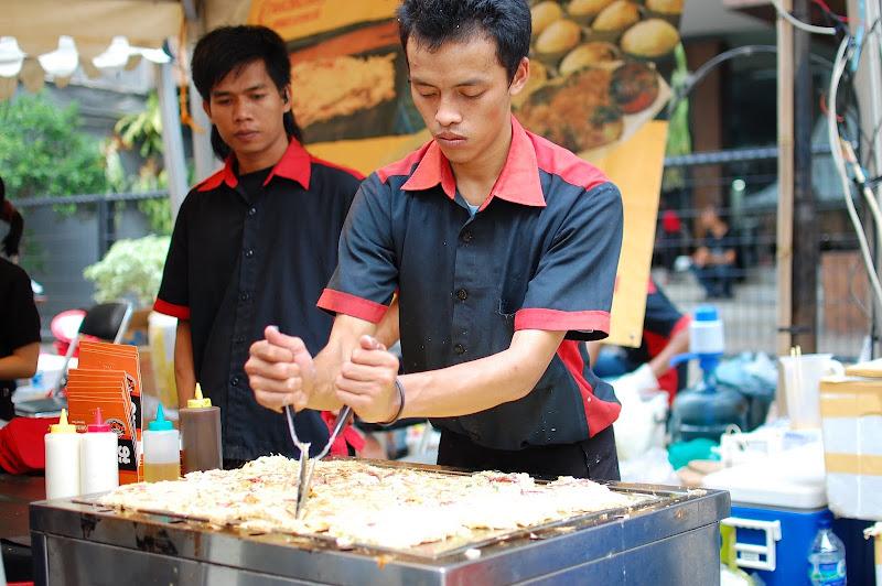 Penjaja Okonomiyaki di Ennichisai