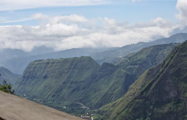 Vallée de l'Intag près d'Apuela (Imbabura, Équateur), 21 novembre 2013. Photo : J.-M. Gayman