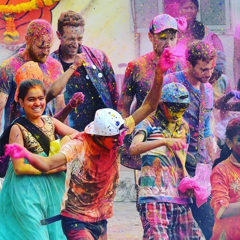 coldplay-music-video-mumbai