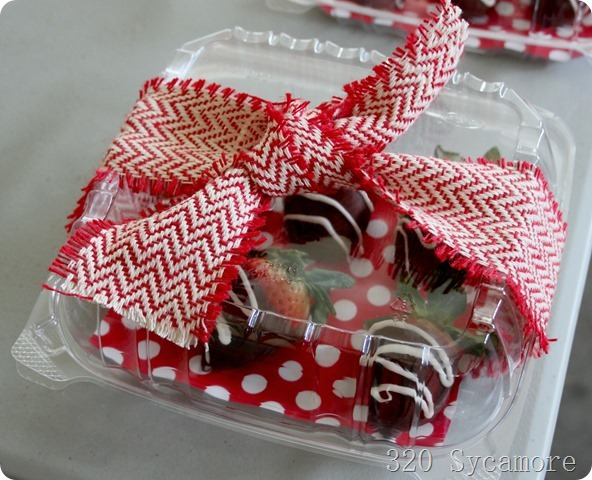 chocolate covered strawberries dipped
