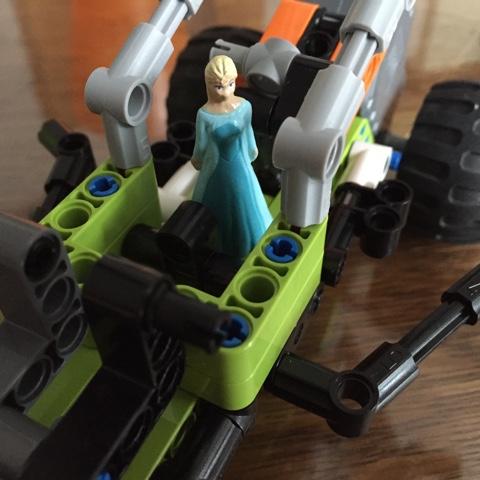 Eiskönigin fährt Lego