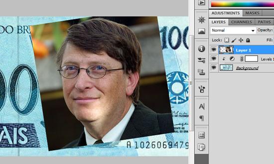 Foto de Bill Gates posicionada sobre a nota de Cem Reais