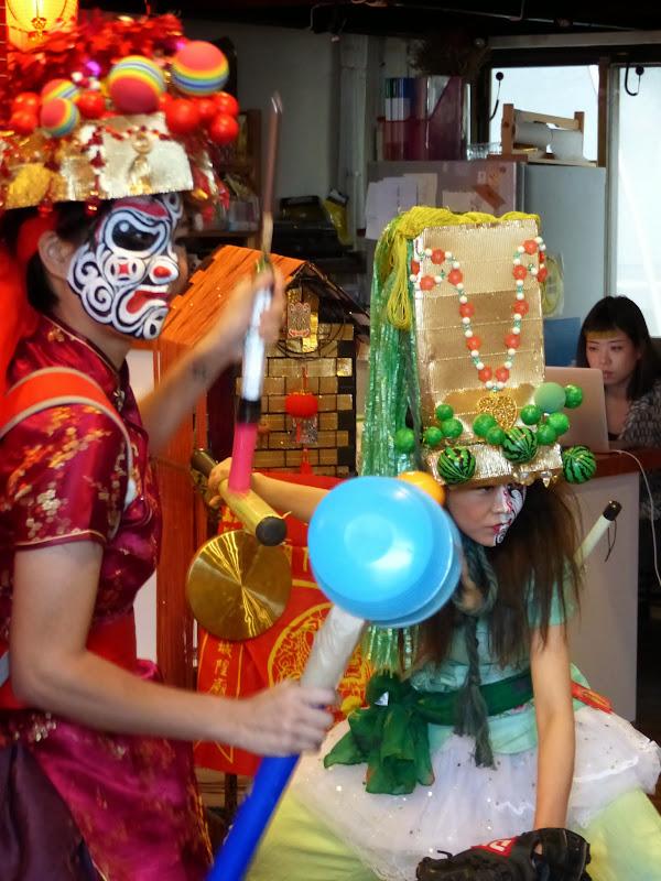Taipei. Maquillage au Thinker s theater à Di Rua jie 迪化街 - maquillage1%2B008.JPG