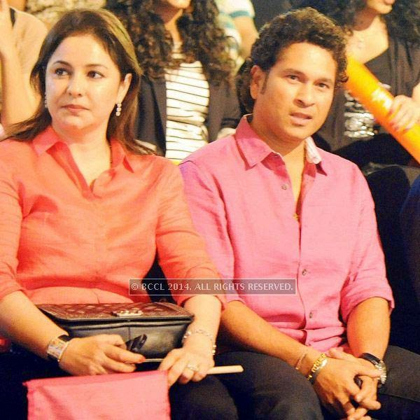 Anjali Tendulkar and Sachin Tendulkar during the opening match of Pro-Kabbadi League, held in Mumbai, on July 26, 2014. (Pic: Viral Bhayani) <br />