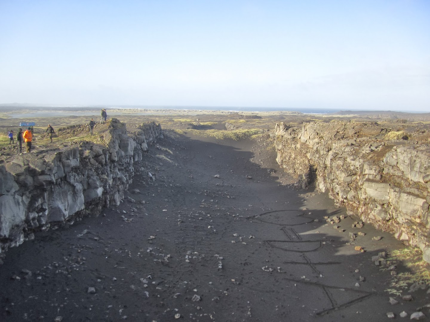 11.9.2013, the last day. Atlantic mid-ocean ridge comes above sealevel, at Reykjanes peninsula. On the left side lies Eurasian, right side America. VK