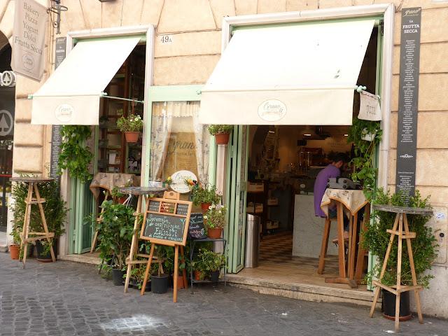 Boutique dans ruelle à Rome