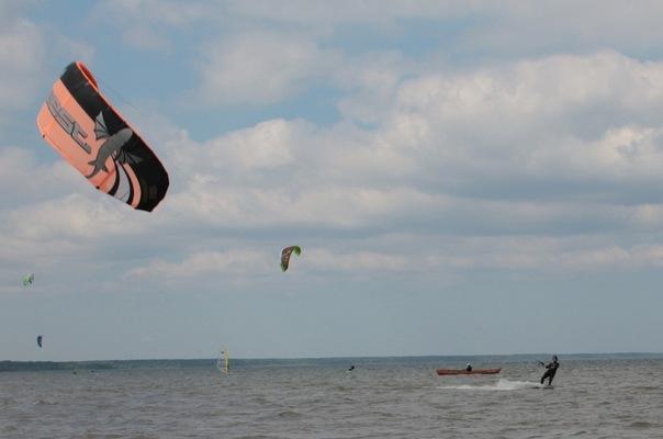 Pua Alex Lesli With Parachute, Alex Lesley