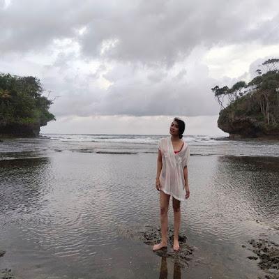 Pamer Foto Pakai Bikini, Tessa Kaunang