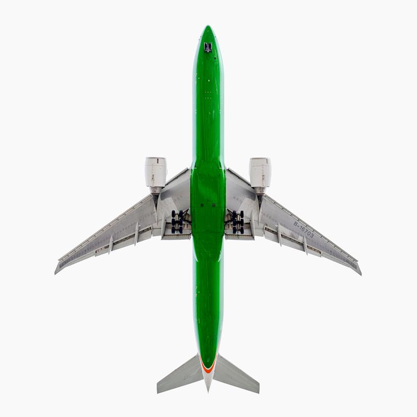 *美國攝影師 Jeffrey Milstein 仰望起降瞬間:捕捉飛機下方腹部攝影作品! 6