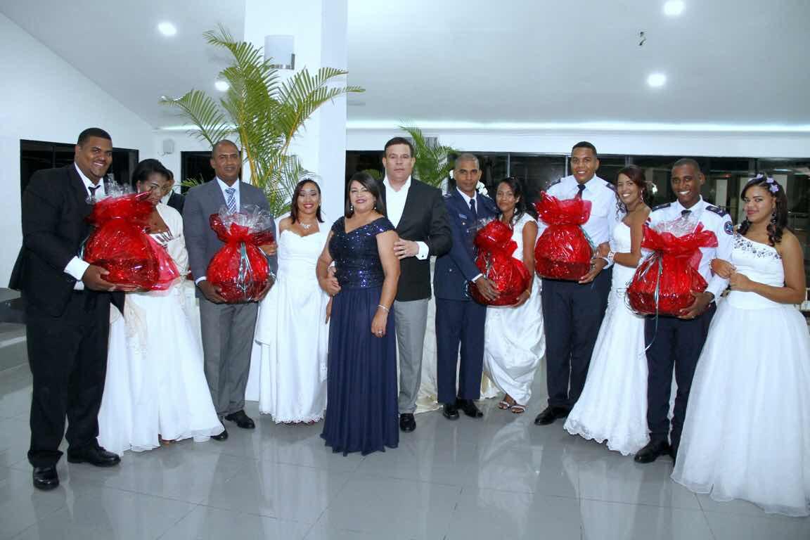 CEOFARD celebra bodas de manera colectiva  Más de 20 parejas unen sus vidas en matrimonio.