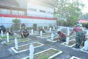 Jelang Peringatan Hari Pahlawan Kodim 0808/Blitar Karya Bhakti Di TMP Raden Wijaya