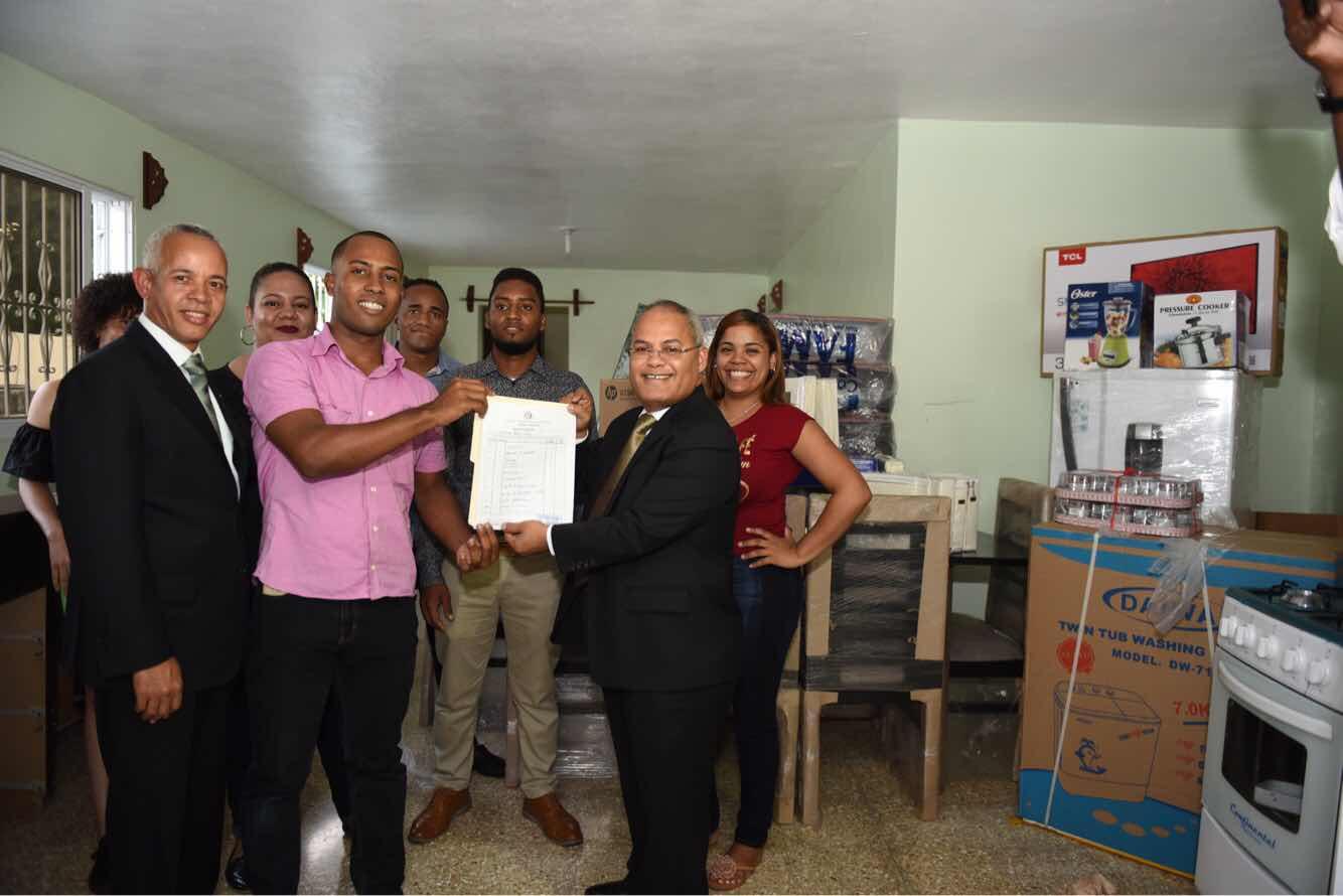 Gobierno  amuebla casa completa de estudiantes universitarios de Pedernales