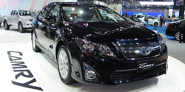 Toyota Segera Luncurkan Camry Hybrid di Indonesia