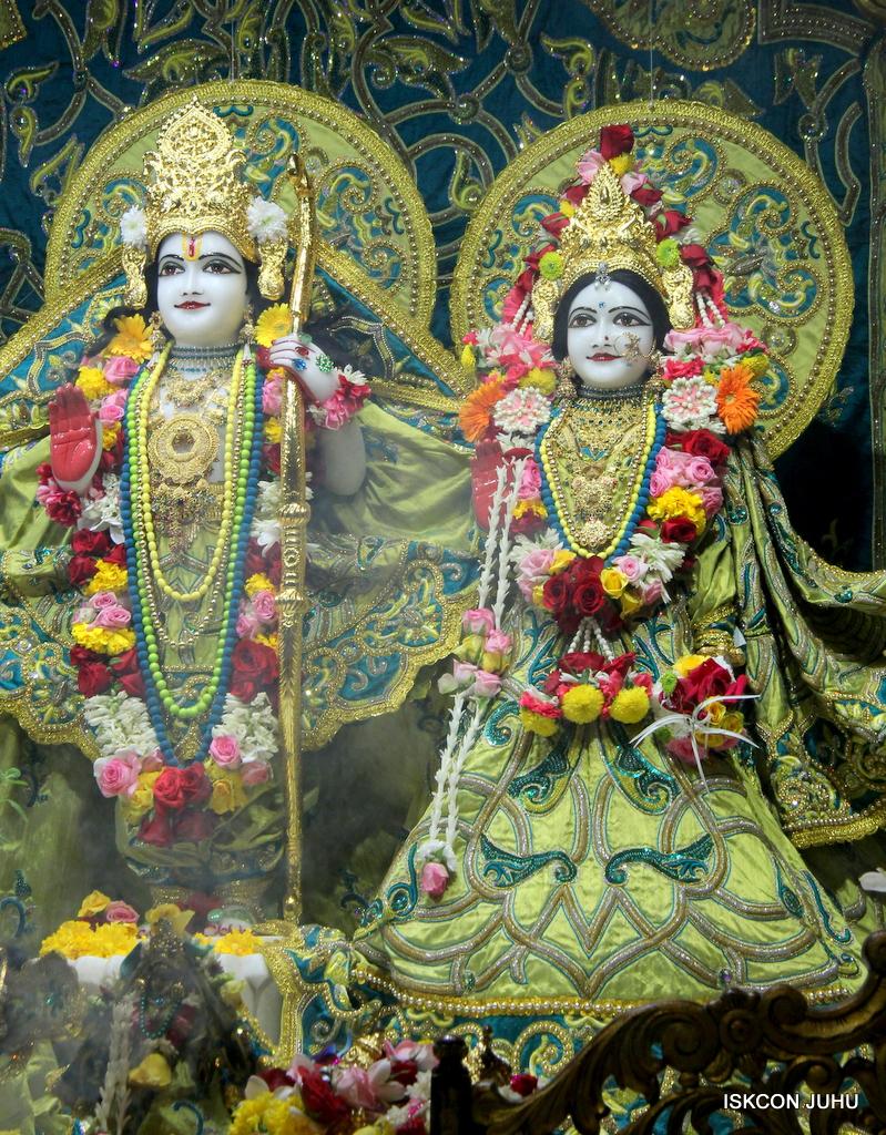 ISKCON Juhu Sringar Deity Darshan on 25th Oct 2016 (25)