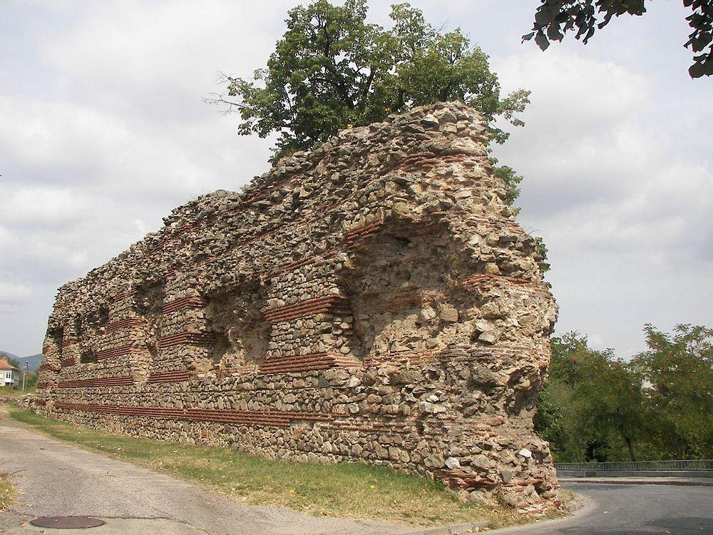 hisarya-walls-2