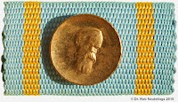 043 Friedrich-Engels III draagtekens