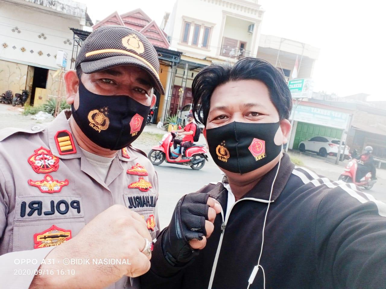 Kapolsek Dua Pitue Apresiasi dan Support Giat Bagi Masker Othems Auto Club