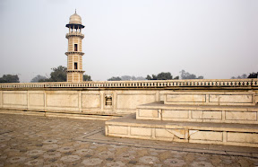 The actual place where Baradari belonged on the top of Jahangir's Burial chamber