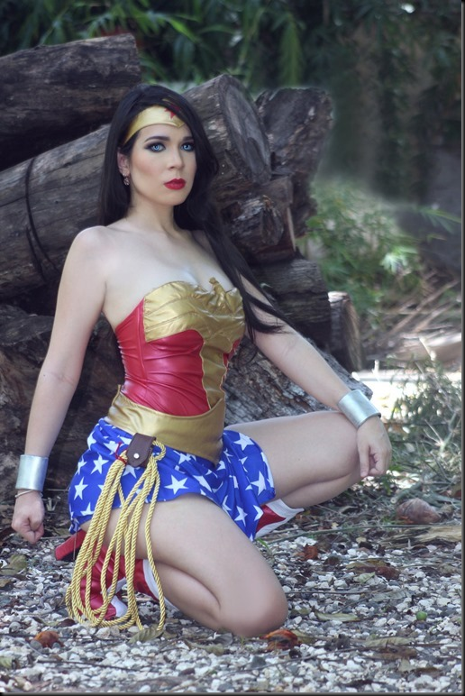 wonder_woman_cosplay_by_carolinaangulo-da77ixa