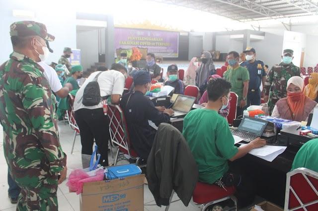Target 1.000 Dosis, TNI dan Polri Dampingi Dinas Kesehatan Kab PPU  Vaksinasi Masal