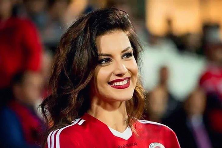 Euro 2016 Hot Female Fans – 100 Photos | MR.SPORT