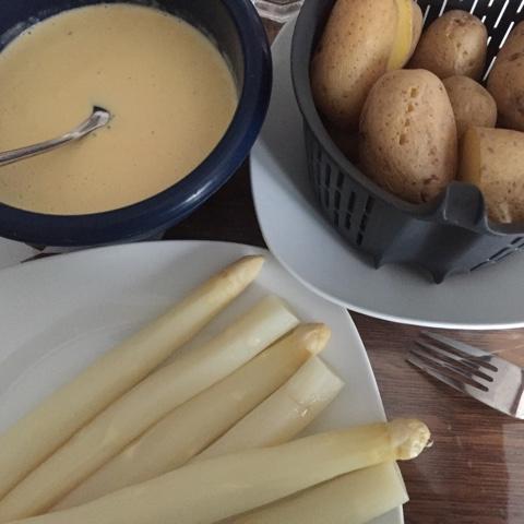 Spargel, Kartoffeln und Sauce Hollandaise aus dem Thermomix