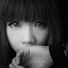 by Nalson Chong - Uncategorized All Uncategorized ( black and white, lady, women, portrait, eyes,  )