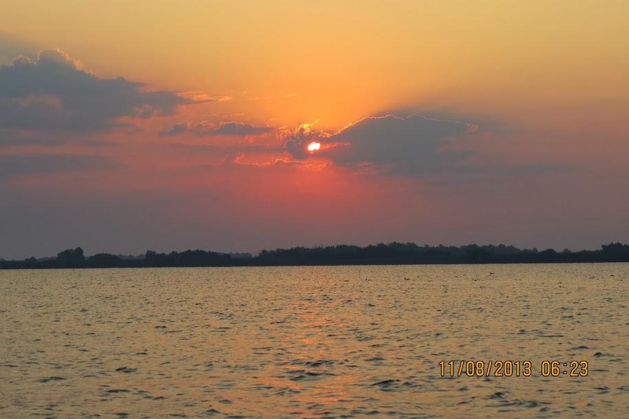 11.08.2013 – Un episod inedit : Primele stiuci din 2013 : Un RASARIT pe Lacul Uzlina