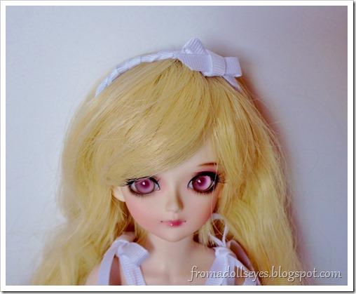 Cute ribbon headband for dolls.