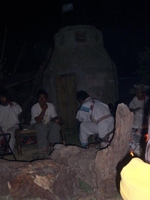 Ceremonia de Xicuri Neira con los hermanos Wixarikas (huicholes) - 29333_112388658796174_100000751222696_76150_7541828_n%255B1%255D.jpg