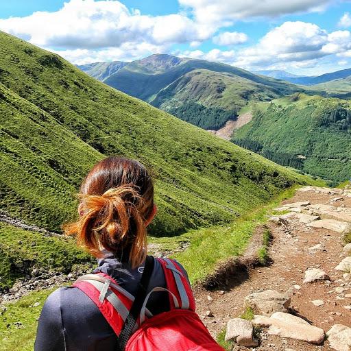 Lauren M (The Helpful Hiker)