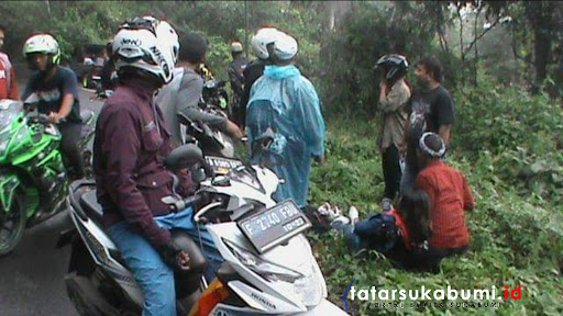 Hati-hati Jalanan Licin, Motor Adu Banteng di Hutan Pasir Piring Waluran