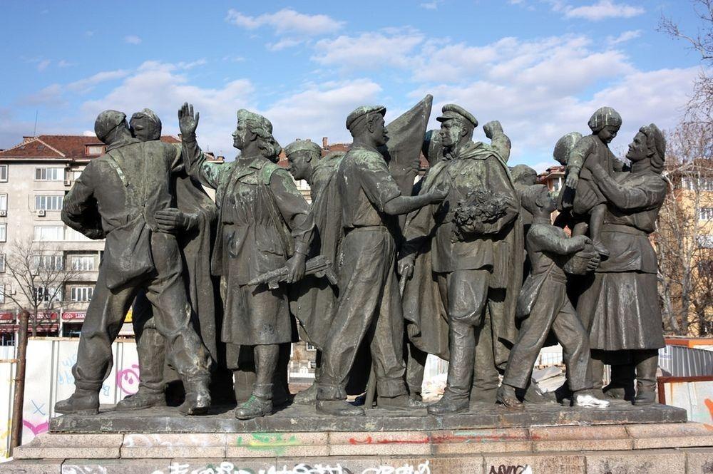monument-soviet-army-sofia-2