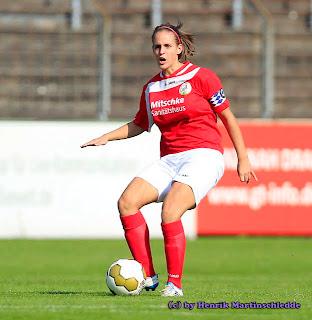FSV - - FSV Gütersloh vs. FCR Duisburg II - Frauen-Fussball 2. Bundesliga am 25.09.2011 im Heidewaldstadion in Gütersloh----------------------------------------------------------------------------------------Copyright by:Henrik MartinschleddeMöllenbrocksweg 10633334 GüterslohTel.: 05241/2331991Mobil: 0173/2627211Mail: henrik.martinschledde@t-online.de