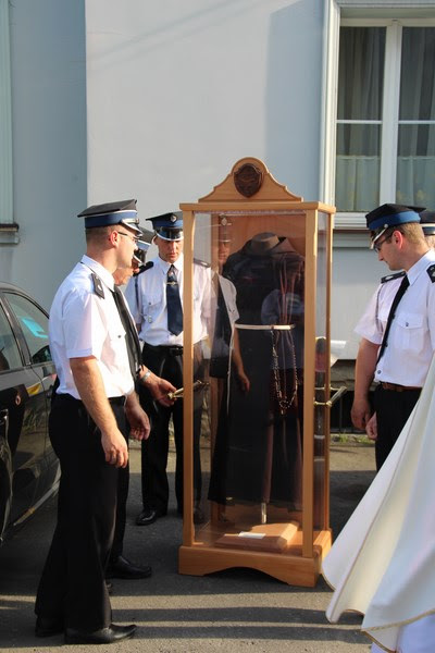 Z relikwiami św. O.Pio w Istebnej - IMG_3436.JPG