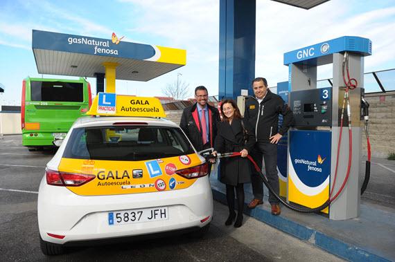 Nuevos coches propulsados por GNC de la Autoescuela Gala