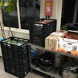 Boodschappen zijn binnen ! 8 kratten met eten, heel veel verse boerenkool