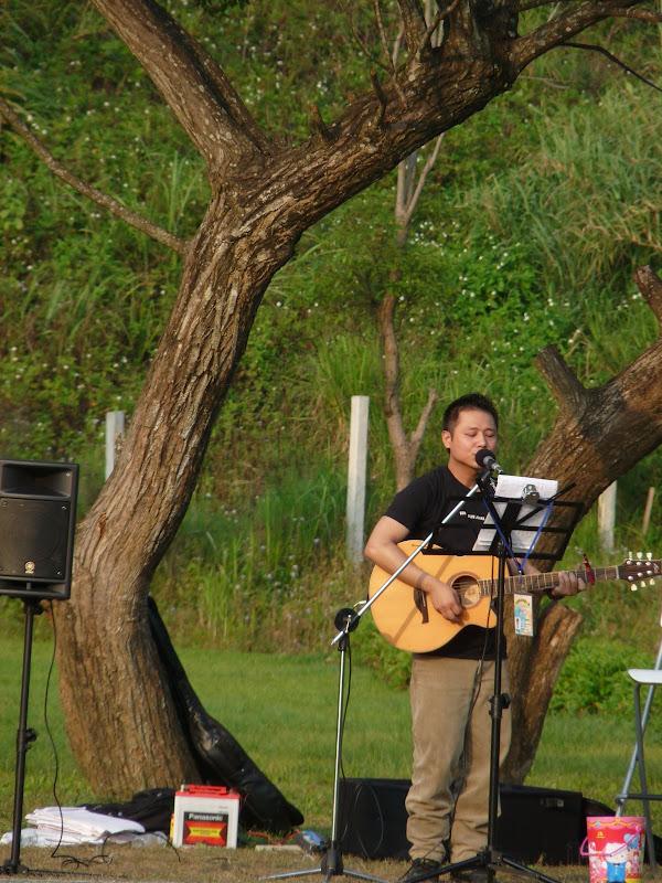 Musicien solitaire dans le parc Jiang CKS