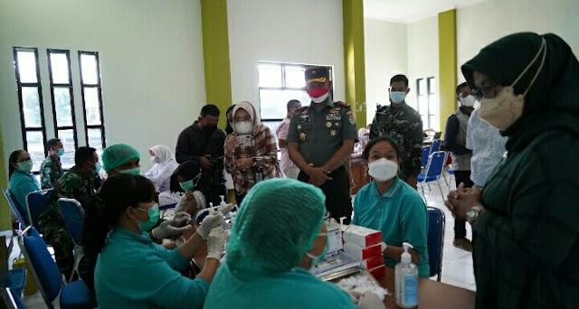 Danrem 061/SK Bersama Bupati Kab. Bogor Tinjau Percepatan Vaksinasi Covid-19 Di Kawasan Destinasi Wisata Puncak Bogor