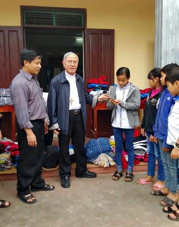 Caritas Việt Nam tặng quà mừng Lễ Giáng Sinh