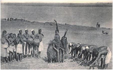 Мифология бамбара типологически близка мифологии догонов; мифологические системы обоих народов можно назвать «вторичной» мифологией, в создании которой значительная роль принадлежала жрецам